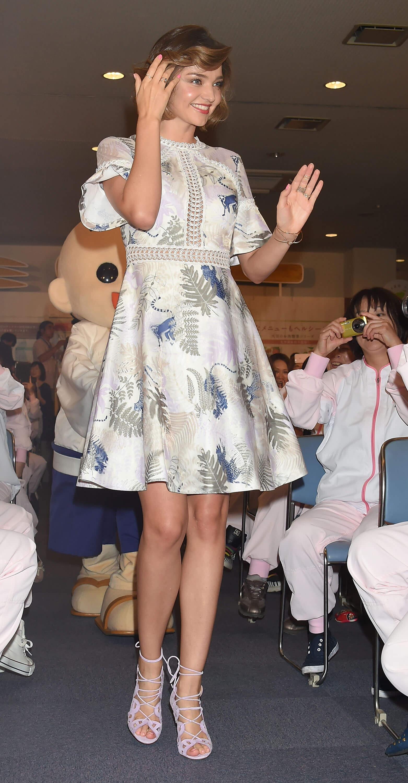 Уроки стиля: Одеться на благотворительный вечер, как Миранда Керр-320x180