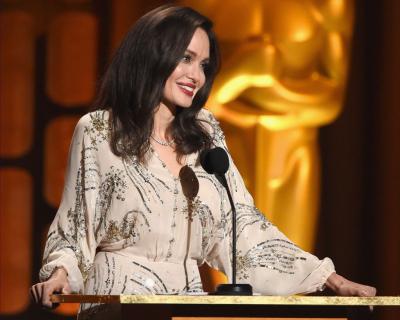 Анджелина Джоли: «Преступления против женщин часто умалчиваются»-430x480