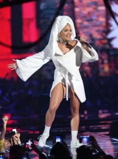 MTV EMA 2017: Рита Ора в халате и Джаред Лето в спортивных штанах