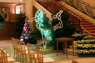 Жан-Поль Готье создал необычную елку
