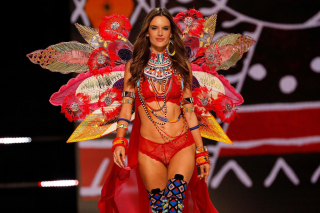 Алессандра Амбросио покидает Victoria's Secret