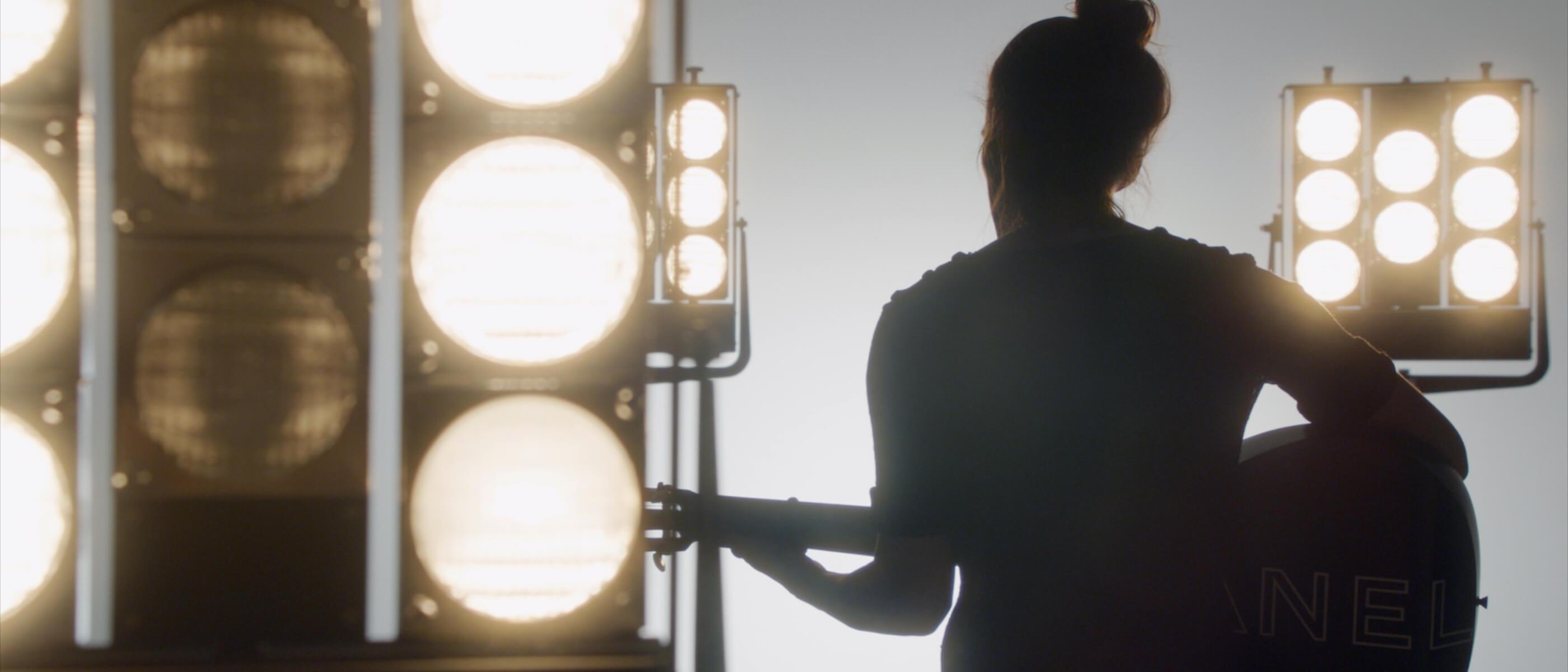 Кира Найтли спела в рекламном ролике Chanel-Фото 1