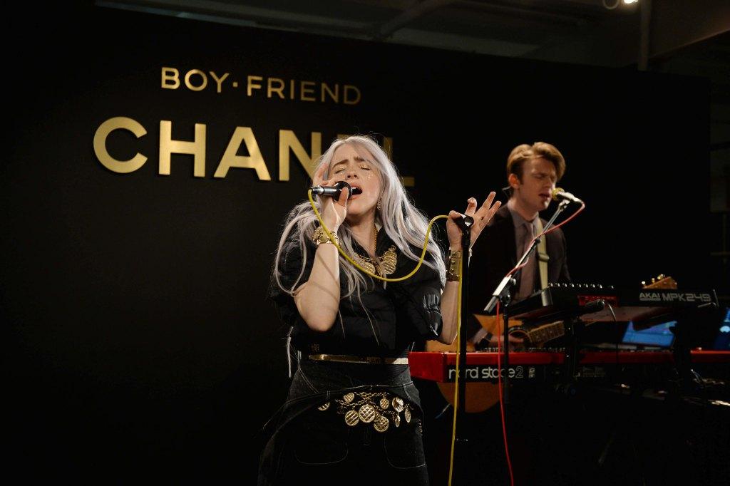 Chanel открыли первый женский клуб-320x180