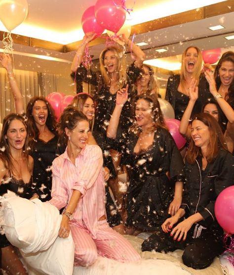 Алессандра Амбросио устроила прощальную пижамную вечеринку с моделями-Фото 3