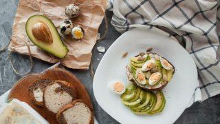 5 важных правил питания для девушек с жирной и проблемной кожей-320x180