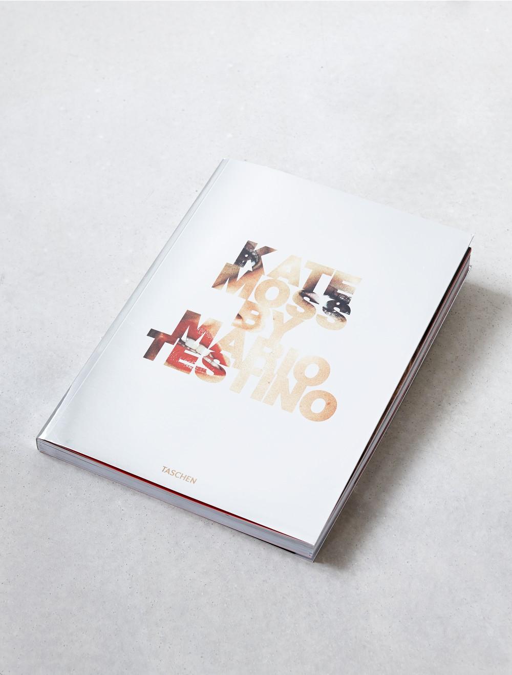 10 книг о моде, которые достойны места на вашей полке-320x180
