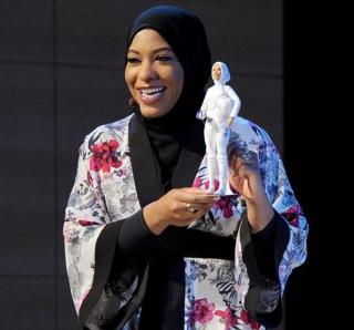 Впервые в истории выпустили куклу Барби в хиджабе