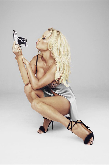 Памела Андерсон снялась в рекламе нижнего белья-Фото 6
