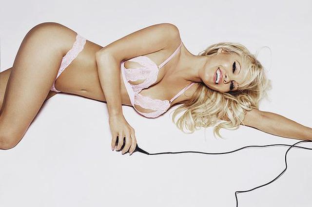 Памела Андерсон снялась в рекламе нижнего белья-Фото 3