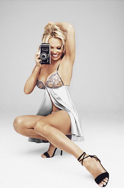 Памела Андерсон снялась в рекламе нижнего белья-Фото 7