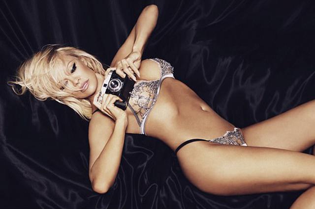 Памела Андерсон снялась в рекламе нижнего белья-Фото 2