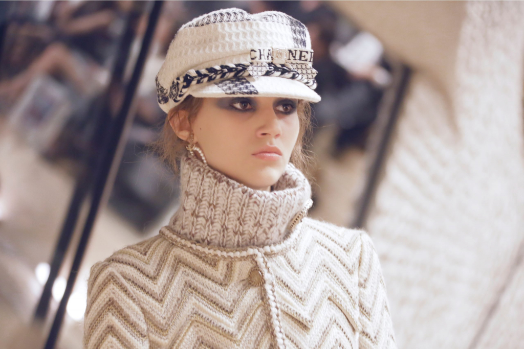 Макияж и плетения, как на показе Chanel Métiers d'Art Show-Фото 7