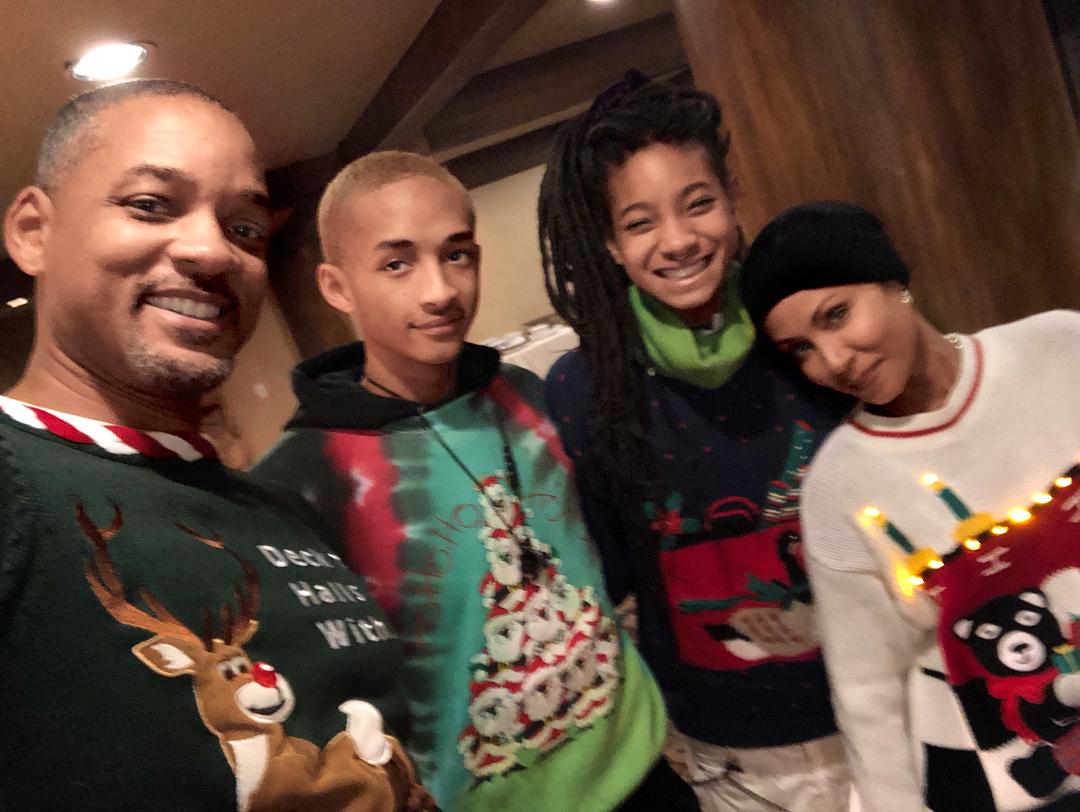 Как Майли Сайрус, Уилл Смит и другие праздновали Рождество-Фото 1