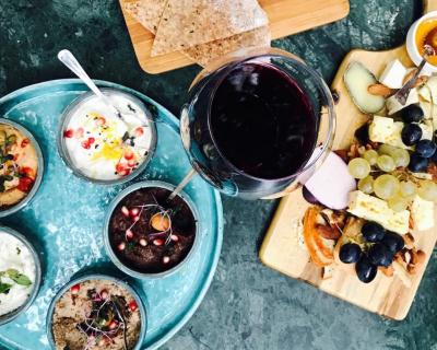 Черное вино — новый тренд в мире алкоголя-430x480