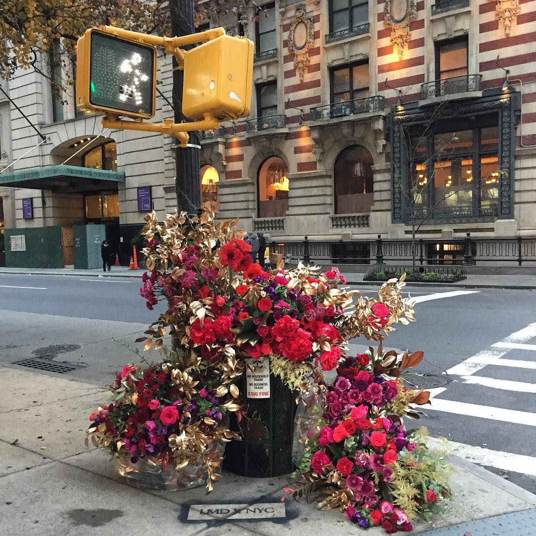 Фотоотчет: нью-йоркский флорист украсил улицы города-Фото 1