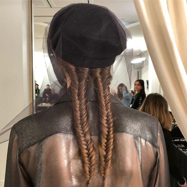 Макияж и плетения, как на показе Chanel Métiers d'Art Show-Фото 5