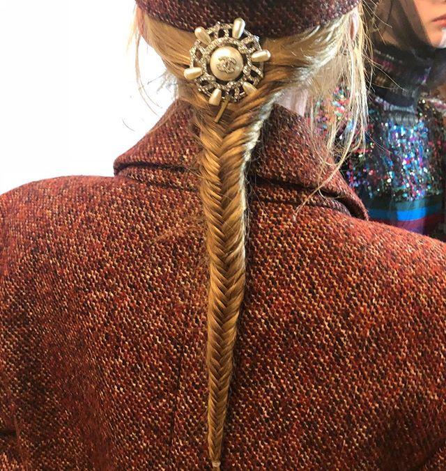 Макияж и плетения, как на показе Chanel Métiers d'Art Show-Фото 6