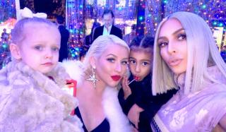 Partymaker: как прошла рождественская вечеринка Кардашьян-Дженнер
