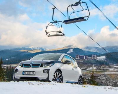 За рулем: тест-драйв электрокара BMW i3-430x480