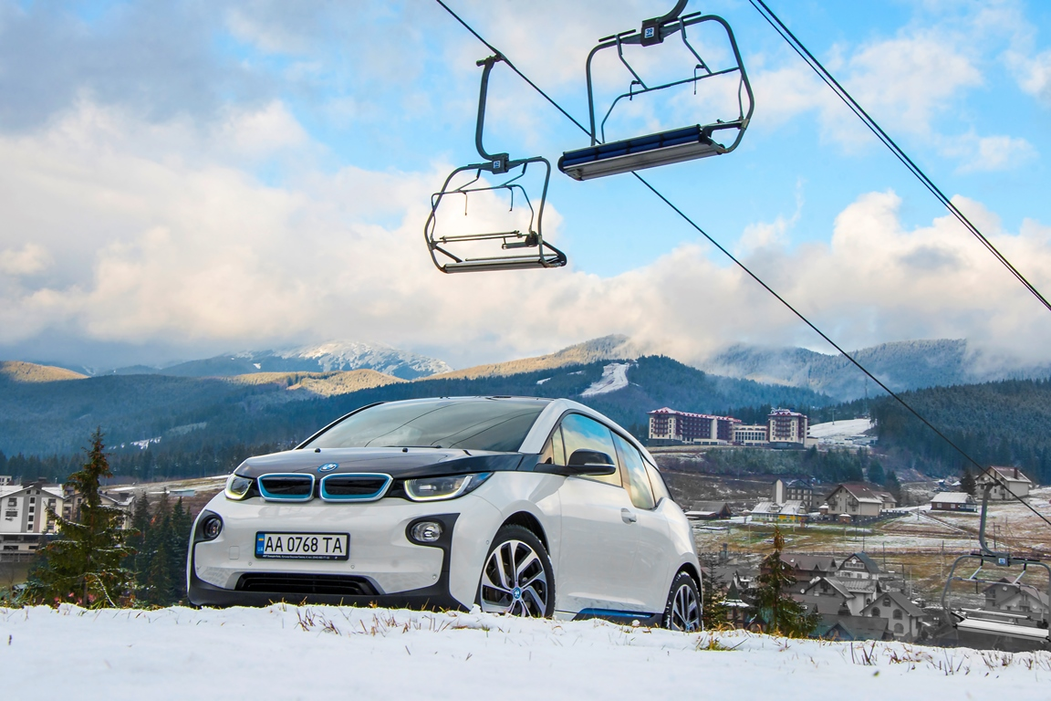За рулем: тест-драйв электрокара BMW i3-320x180