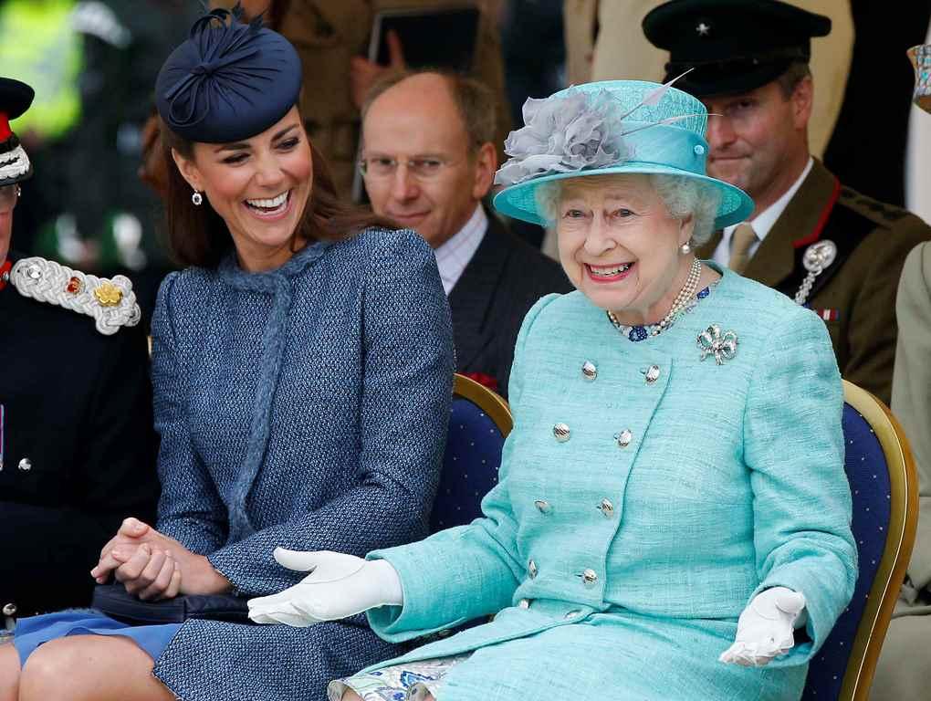 Дресс-код королевской семьи: шляпки Елизаветы II и шорты принца Джорджа-Фото 5