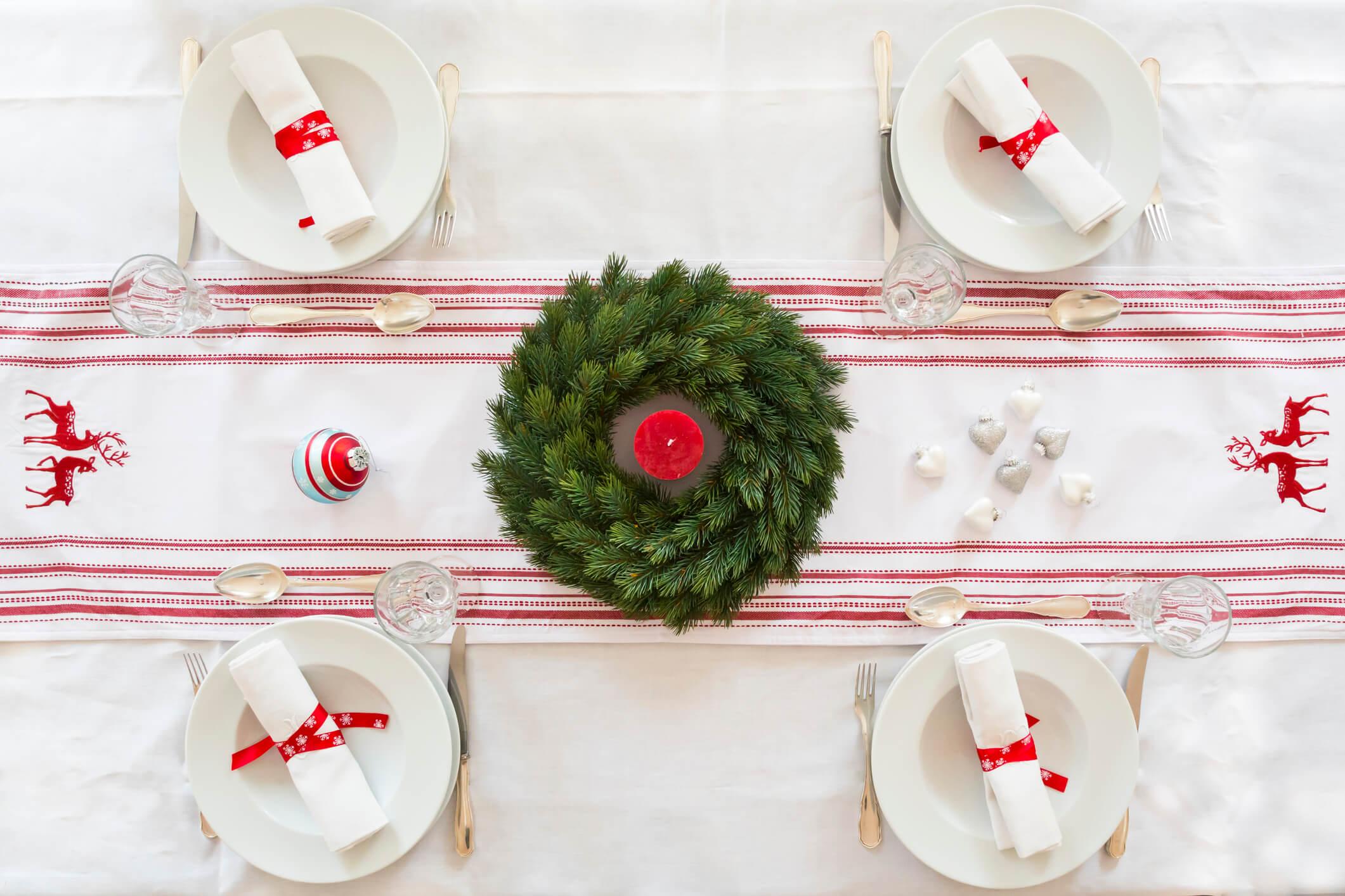 Новогодний переполох: как красиво украсить праздничный стол-Фото 2