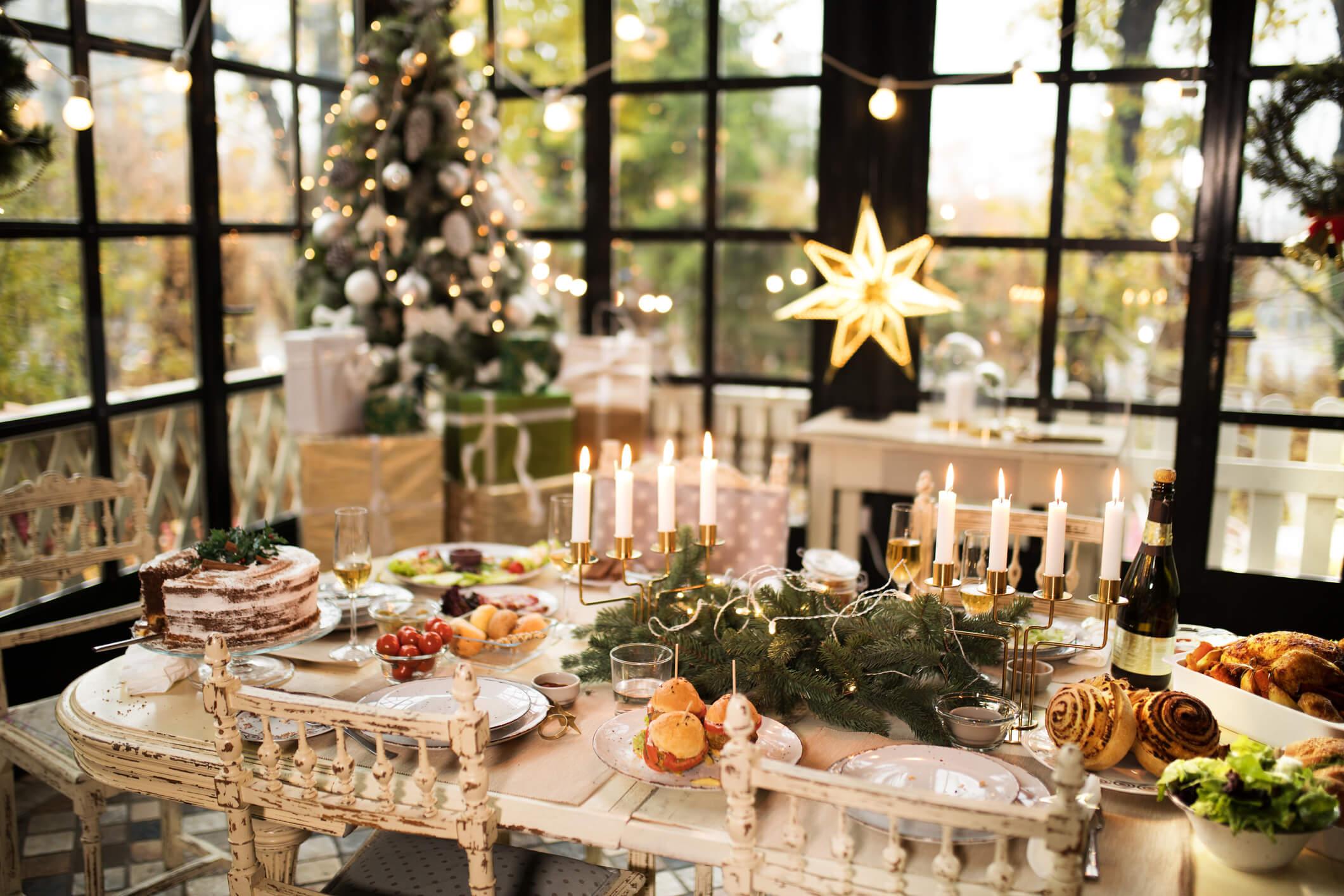 Новогодний переполох: как красиво украсить праздничный стол-Фото 1