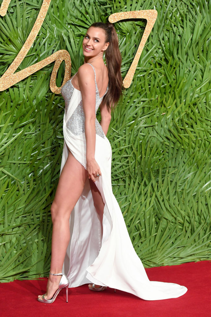 The Fashion Awards 2017: Ирина Шейк и Наоми Кэмпбелл посетили премию-320x180