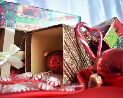 И детям, и взрослым: подарки ко дню Святого Николая-430x480