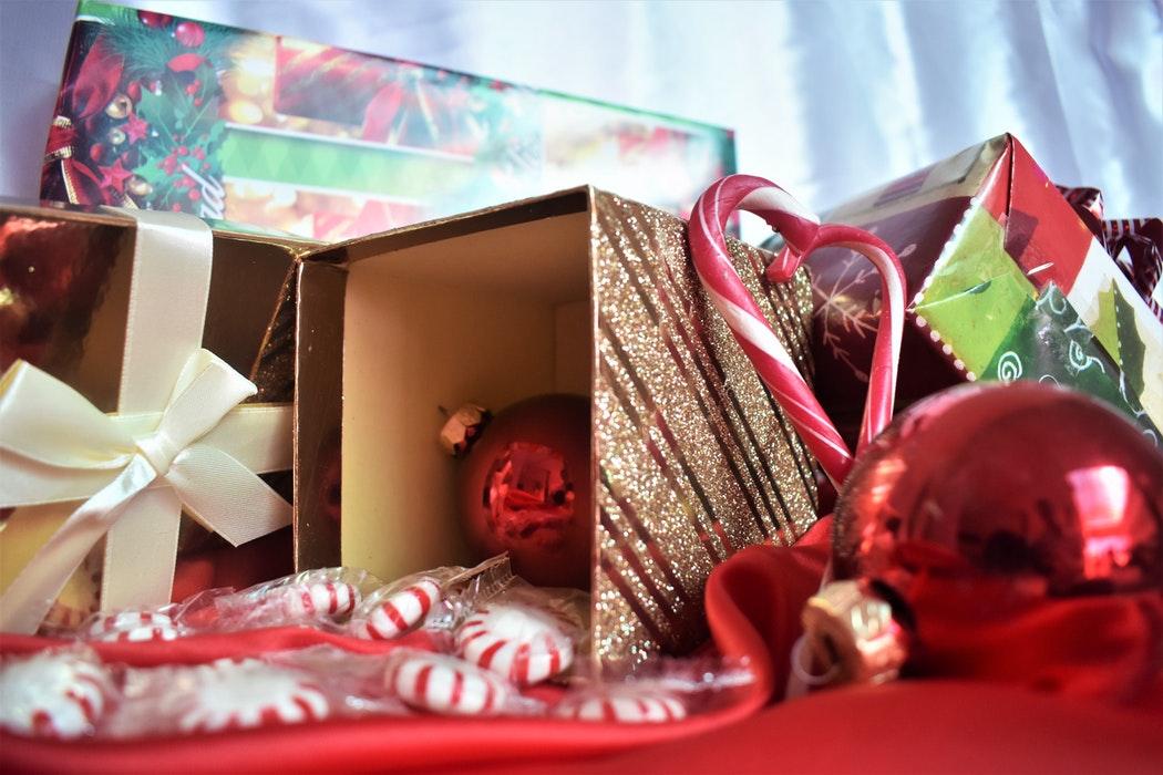 И детям, и взрослым: подарки ко дню Святого Николая-320x180