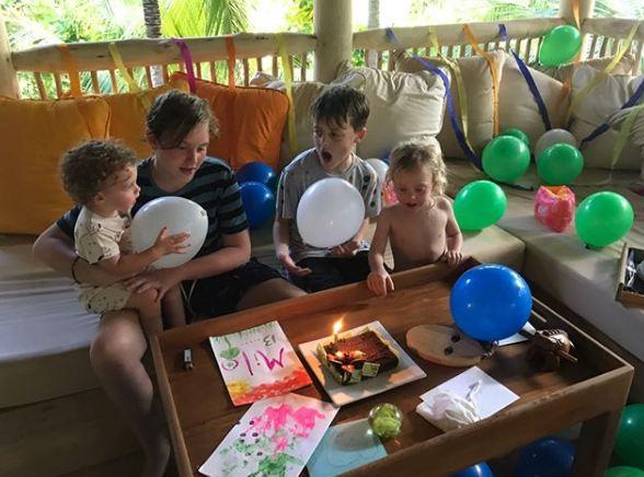 Лив Тайлер с возлюбленным и детьми отдыхают на Мальдивах-Фото 4