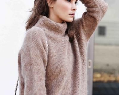 Как носить пушистый свитер: идеи от блогеров-430x480