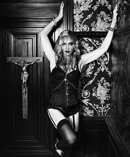 Мадонна снялась в откровенной рекламе косметики-Фото 2