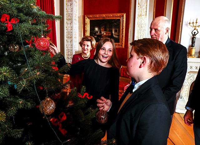 Королевская семья Норвегии представила серию рождественских фото-Фото 2