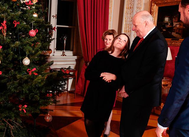 Королевская семья Норвегии представила серию рождественских фото-Фото 3