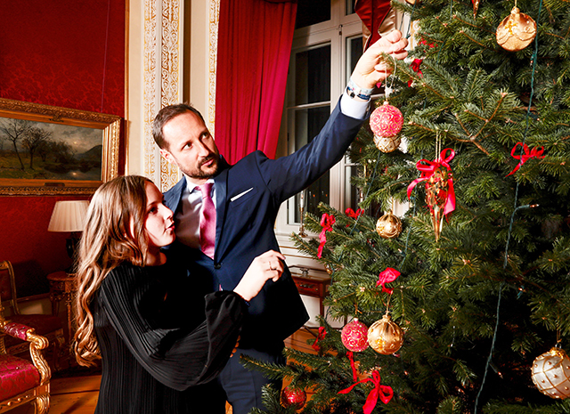 Королевская семья Норвегии представила серию рождественских фото-Фото 4
