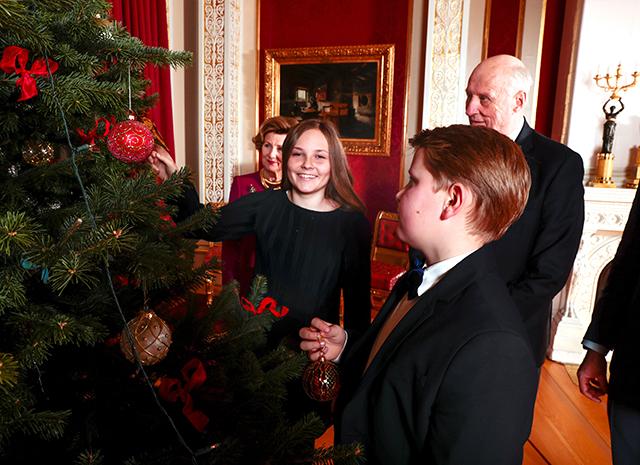 Королевская семья Норвегии представила серию рождественских фото-Фото 6
