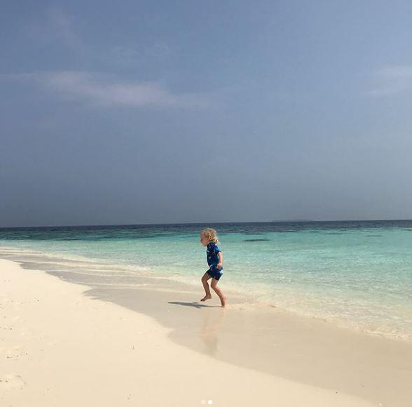 Лив Тайлер с возлюбленным и детьми отдыхают на Мальдивах-Фото 6