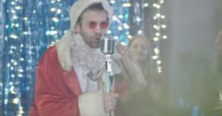 Пьяный Дед Мороз: Иван Дорн презентовал клип-пародию