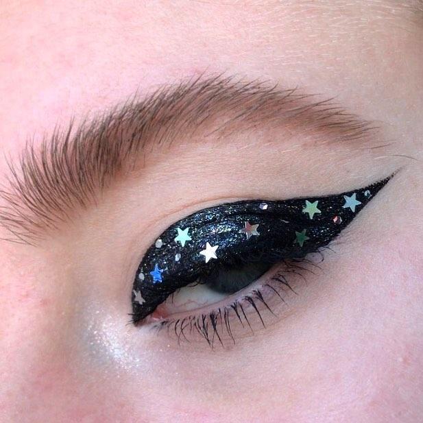 Новый бьюти-тренд: стрелки из звезд!-Фото 4