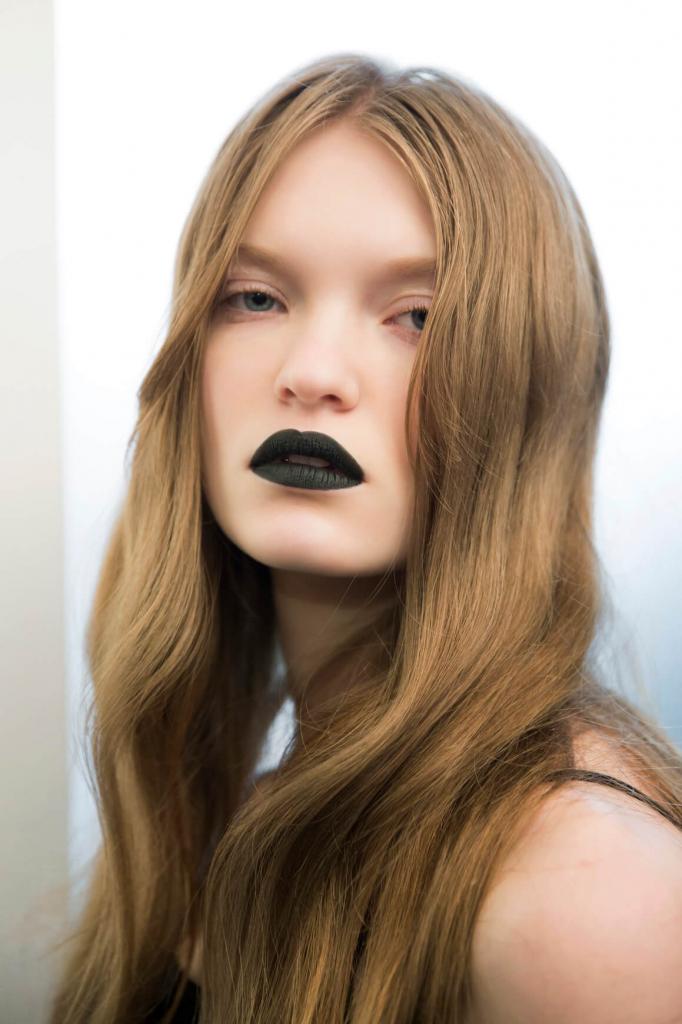 Как выпрямить волосы без утюжка: 7 секретов стилистов-Фото 3