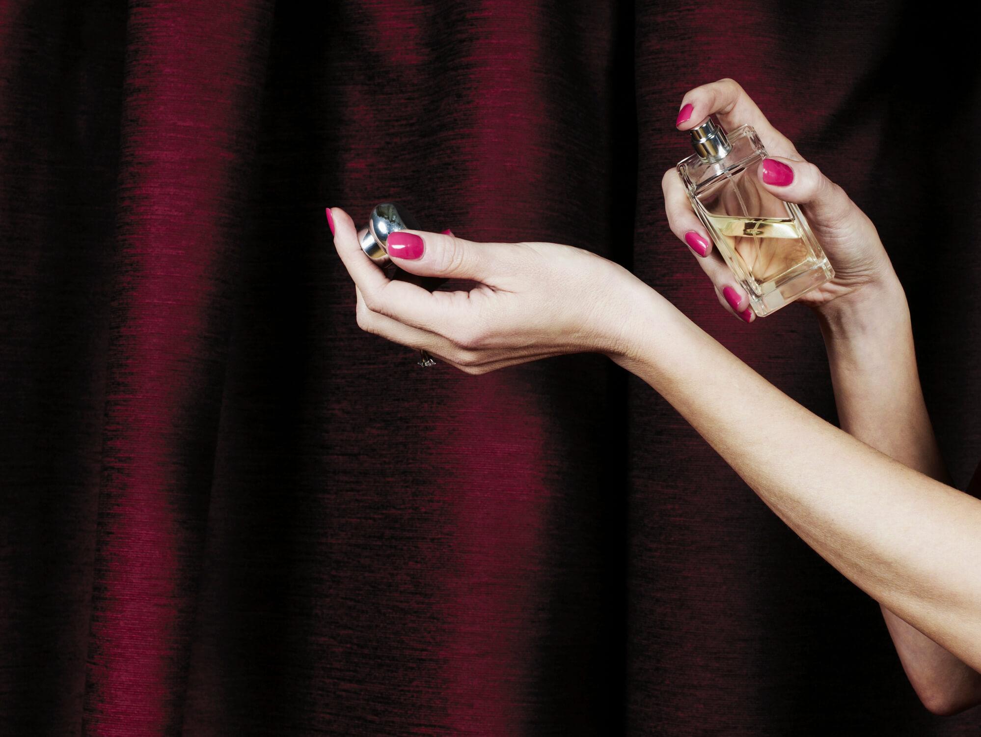 Новые форматы ароматов: что это такое и как их носить?-320x180