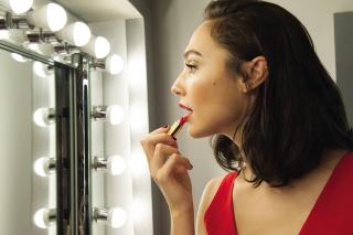 «Чудо-женщина» стала международным амбассадором бренда Revlon