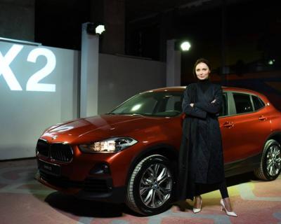 BMW X2 стал официальным автомобилем недели моды прет-а-порте Ukrainian Fashion Week-430x480