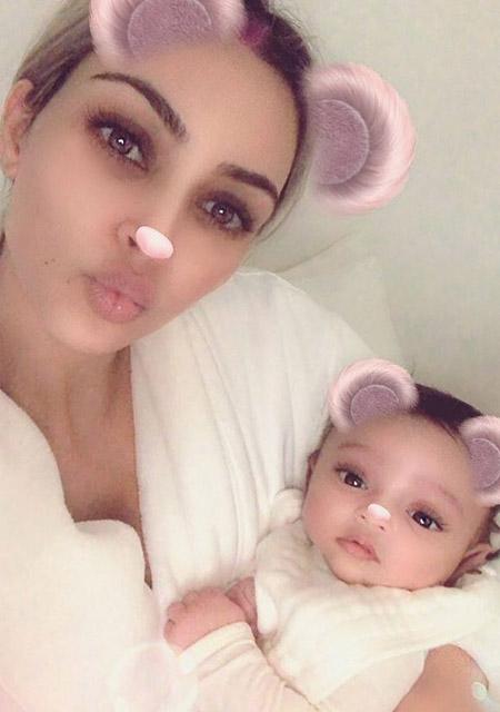 Ким Кардашьян впервые показала дочку-Фото 1