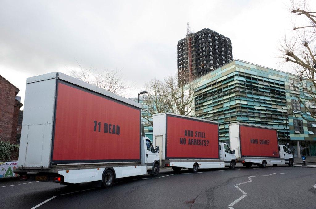 Три билборда на границе Лондона: активистки привлекли внимание к проблеме приемом из фильма фото 2