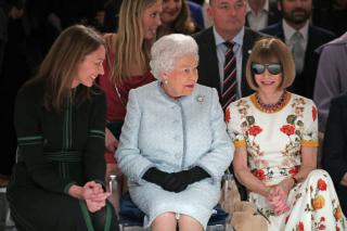 Елизавета II посетила Неделю моды в Лондоне