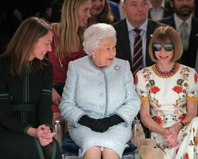Елизавета II посетила Неделю моды в Лондоне-430x480