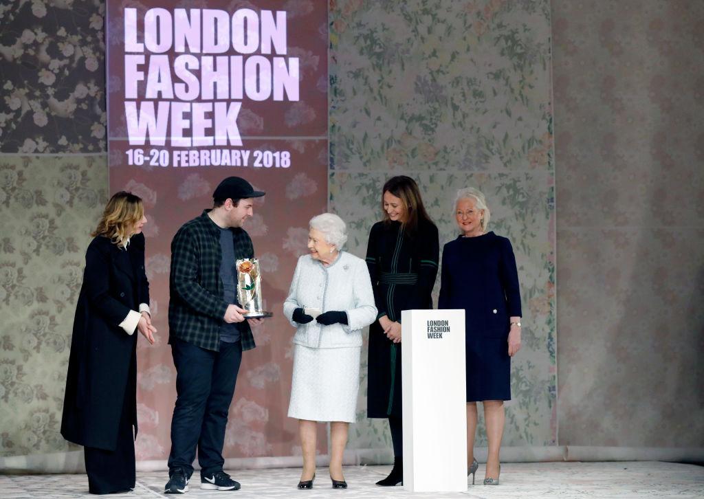 Елизавета II посетила Неделю моды в Лондоне-Фото 2