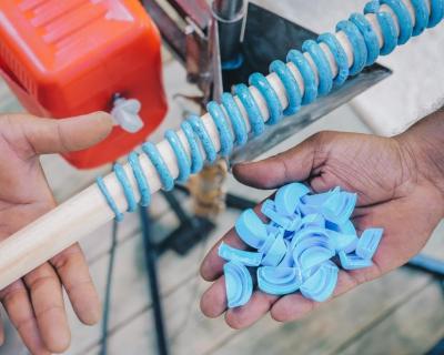 Курорты Soneva запускают «Программу Творцов» и представляют систему переработки пластика на Мальдивах-430x480